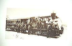 Ein Schwarz-Weiß Bild von einer Dampfbahn die vor der elektrischen Linie 9 eingesetzt wurde.