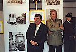 Bürgermeister Norbert Leber und Karl Heinz Holub bei der Ausstellungs Eröffnung.