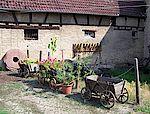 Der Innenhof zwischen Haus Loeb und der Scheune Stoikeneschd dient dazu um Objekte, Werkzeuge und sogar das Schmieden vorzuführen.