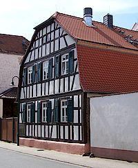 Neuwirtshaus von außen mit seinem Fachwerk an der Groß-Gerauer-Straße 20