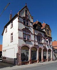Haus Loeb mit dem Schaufenster in dem die Ausstellungen stattfinden.