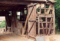 Kulturscheune Stoikeneschd (Storchennest) vor dem Wiederaufbau von innen