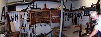 Ansicht von der Werkzeugwand in der Werkstadt mit Ihren vielen zum Teil auch historischen Werkzeugen.